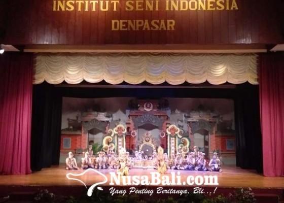 Nusabali.com - sanggar-seni-tasik-kula-githa-tampil-memukau-di-gelaran-pkb-pentaskan-palegongan-klasik