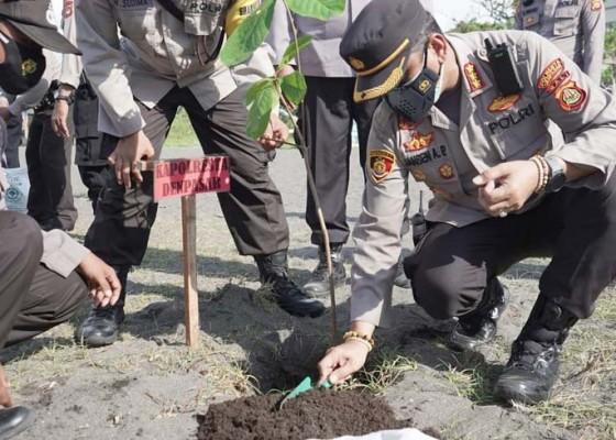 Nusabali.com - baksos-kapolresta-lepas-tukik-dan-tanam-pohon-ketapang