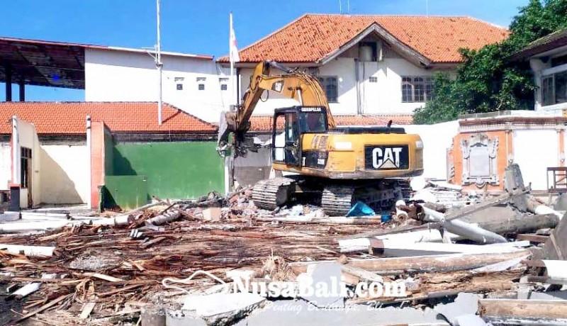www.nusabali.com-tanpa-izin-sebuah-bangunan-di-tanjung-benoa-dibongkar
