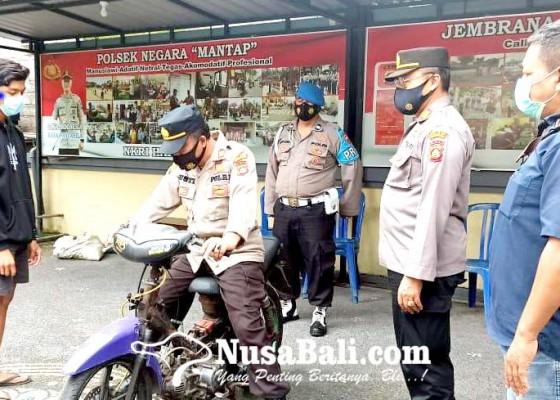 Nusabali.com - lagi-polsek-negara-amankan-pelaku-trek-trekan