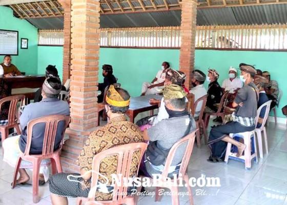 Nusabali.com - krama-dua-banjar-tolak-pemasangan-baliho-edukasi-covid-19
