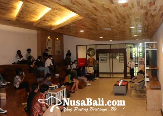 Nusabali.com - genbi-komisariat-undiknas-sosialisasikan-penggunaan-qris-kepada-pelaku-umkm