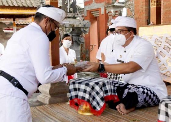 Nusabali.com - bupati-sanjaya-ngaturang-bhakti-di-pura-luhur-dalem-pesiatan