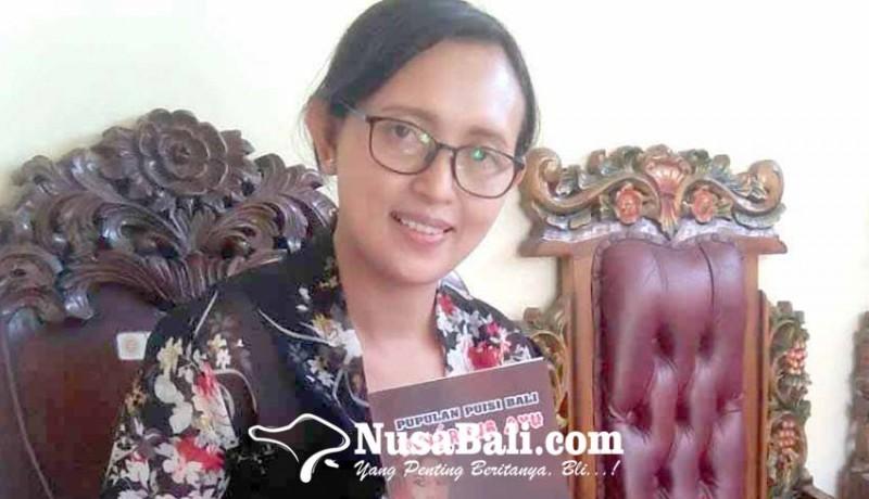 www.nusabali.com-wakil-ketua-i-stkip-terbitkan-buku-bererong-ayu