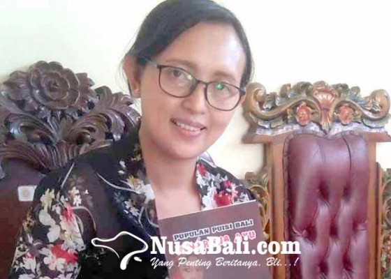 Nusabali.com - wakil-ketua-i-stkip-terbitkan-buku-bererong-ayu