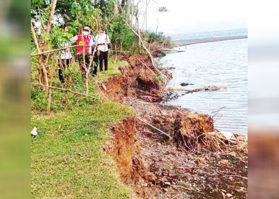 Nusabali.com - erosi-sungai-betel-warga-khawatir-kehilangan-lahan