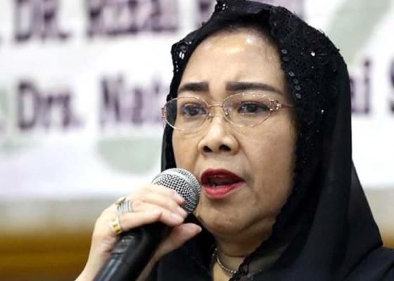 Nusabali.com - dimakamkan-di-samping-ibunda-fatmawati-dikenal-berseberangan-dengan-megawati