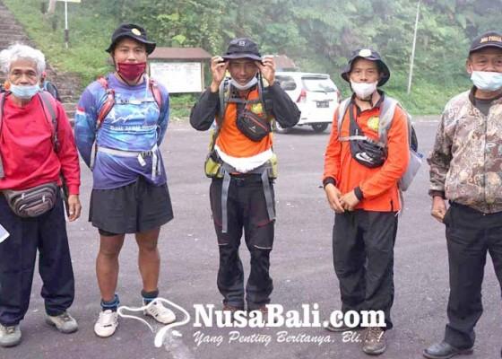 Nusabali.com - pemandu-berharap-pendakian-gunung-agung-dibuka
