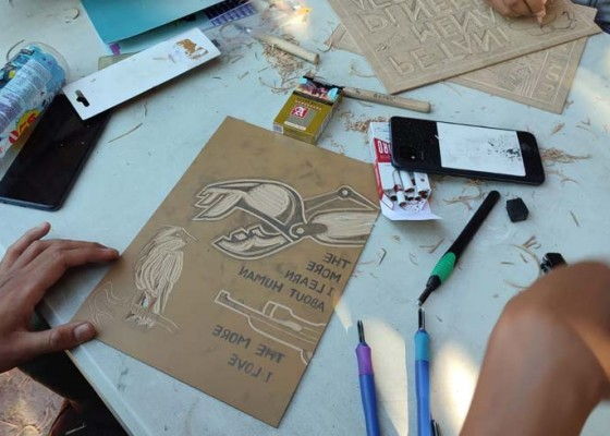 Nusabali.com - workshop-seni-cukil-kritisi-jalan-tol-dan-penggunaan-insinerator