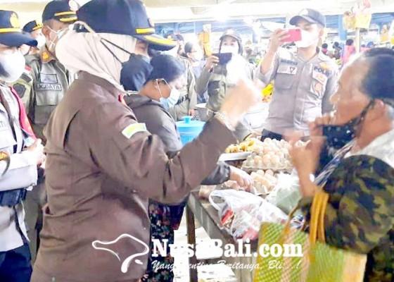 Nusabali.com - kejaksaan-edukasi-pedagang-pasar-kidul
