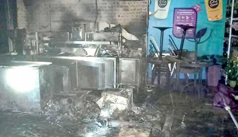 www.nusabali.com-diduga-korsleting-listrik-dua-toko-terbakar