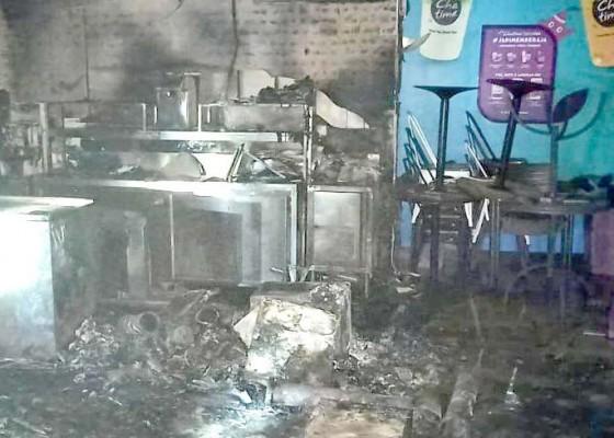 Nusabali.com - diduga-korsleting-listrik-dua-toko-terbakar