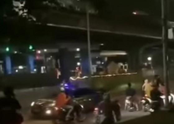 Nusabali.com - geng-motor-serang-polisi-setelah-balap-liar-dibubarkan-saat-ppkm-darurat