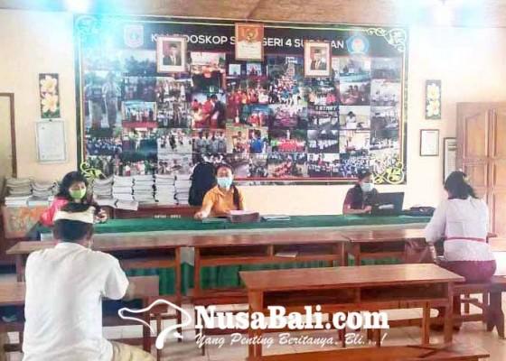 Nusabali.com - sdn-4-subagan-kebanjiran-siswa