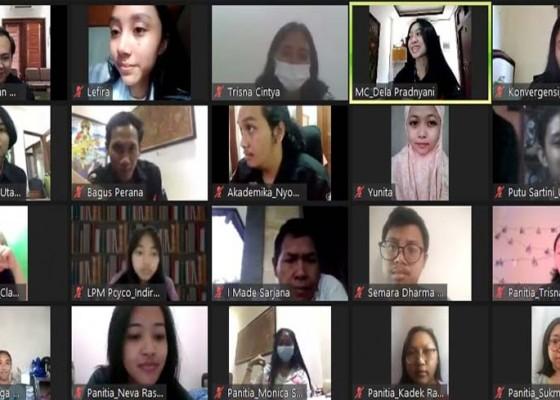Nusabali.com - konvergensi-media-pers-mahasiswa-akademika-unud-telusuri-bali-timur