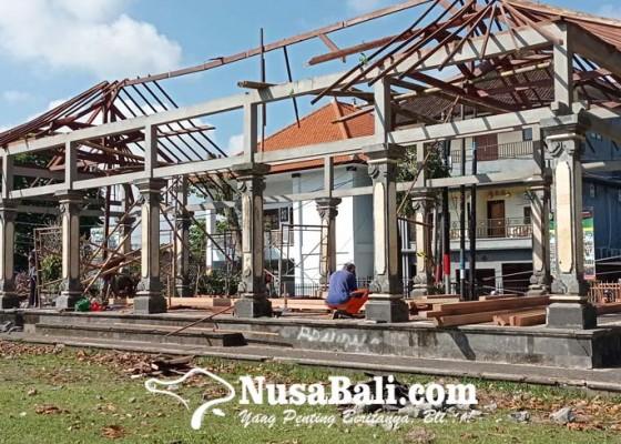 Nusabali.com - tribun-di-lapangan-alit-saputra-diperbaiki