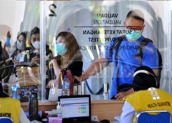 Nusabali.com - traveler-bandara-ngurah-rai-wajib-unduh-aplikasi-pedulilindungi-berlaku-mulai-hari-ini