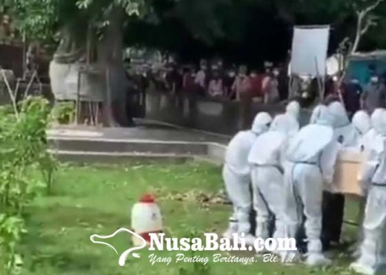 Nusabali.com - sebut-petugas-sebagai-astronot-dari-bulan