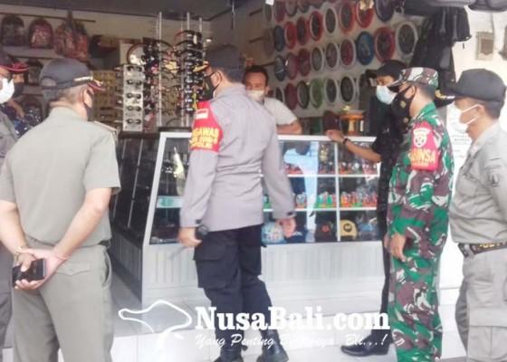 Nusabali.com - satpol-pp-segel-tiga-tempat-usaha