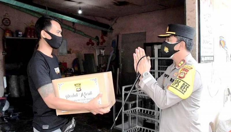 www.nusabali.com-toko-ditutup-dan-ditandai-stiker-pemilik-diberi-sembako