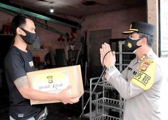 Nusabali.com - toko-ditutup-dan-ditandai-stiker-pemilik-diberi-sembako