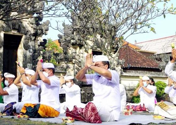 Nusabali.com - pemkab-klungkung-gelar-persembahyangan-di-pura-jagatnatha