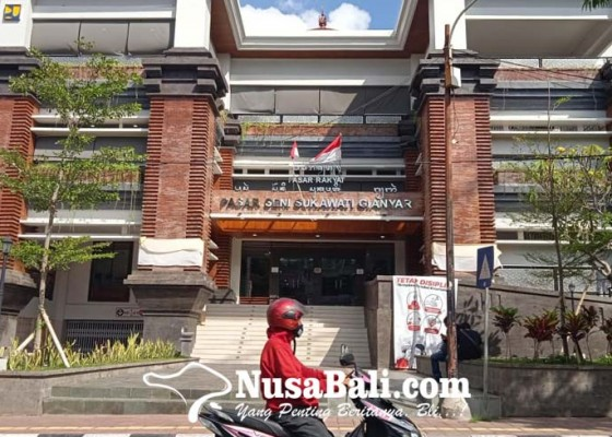 Nusabali.com - sementara-nganggur-di-rumah-pedagang-perkirakan-rugi-jutaan-rupiah