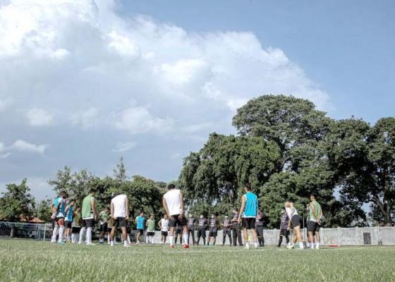 Nusabali.com - pemain-bali-united-jalankan-latihan-mandiri
