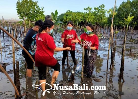 Nusabali.com - wujudkan-cinta-nyata-pada-bumi-sse-2021-stiki-tanam-mangrove