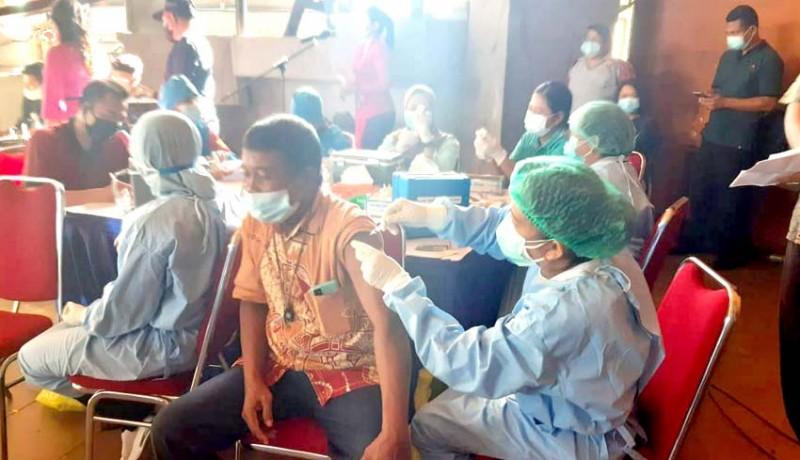 www.nusabali.com-ratusan-warga-ikuti-gebyar-vaksinasi-adhiyaksa