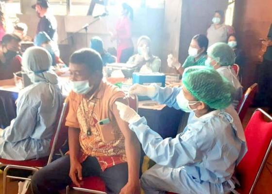 Nusabali.com - ratusan-warga-ikuti-gebyar-vaksinasi-adhiyaksa