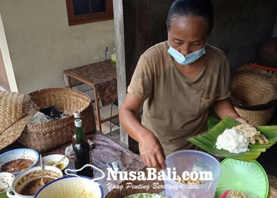 Nusabali.com - nasi-taku-sukawati-pertahankan-ciri-khas-hingga-generasi-keempat