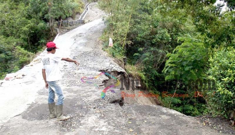 www.nusabali.com-longsor-warga-bukit-payang-terisolir