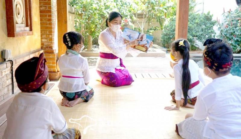 www.nusabali.com-bunda-paud-denpasar-bacakan-buku-cerita-untuk-anak-anak