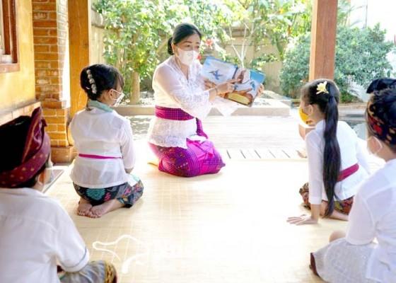 Nusabali.com - bunda-paud-denpasar-bacakan-buku-cerita-untuk-anak-anak