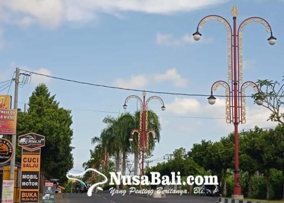Nusabali.com - dishub-padamkan-lampu-penjor-hias