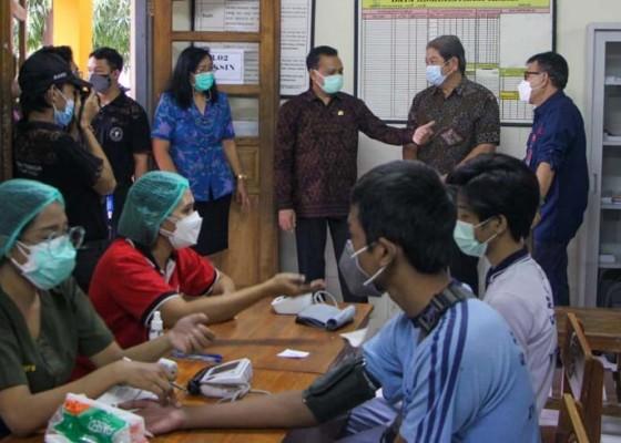 Nusabali.com - vaksinasi-di-dprd-bali-dibuka-lagi-dengan-layanan-online