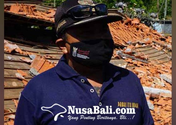 Nusabali.com - perbekel-di-karangasem-bagikan-blt-dd-bulan-juli