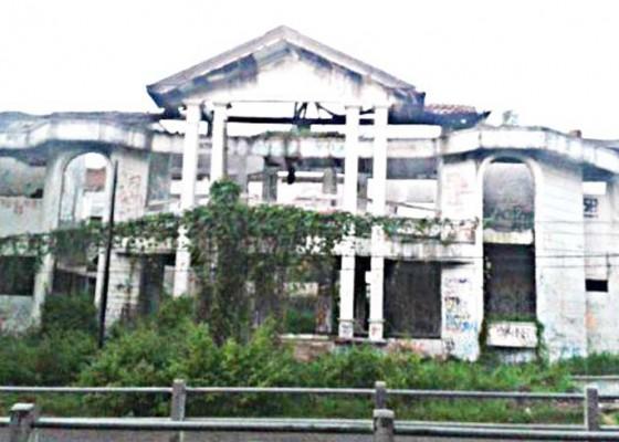 Nusabali.com - rumah-hantu-dilarang-dikunjungi