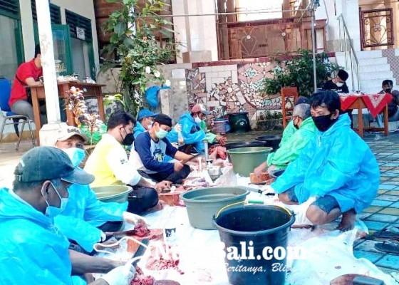Nusabali.com - presiden-sumbangkan-sapi-ke-pengurus-masjid-agung-bangli