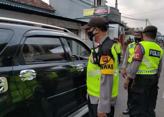 Nusabali.com - ppkm-darurat-diperpanjang-penyekatan-tidak-kendor-di-simpang-kengetan-ubud