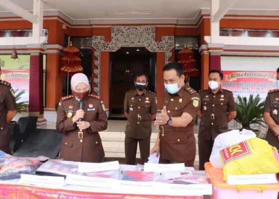 Nusabali.com - kejari-klungkung-musnahkan-barang-bukti-36-perkara