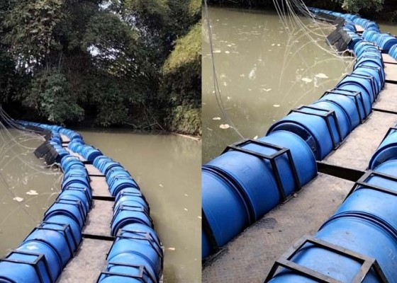 Nusabali.com - antisipasi-sampah-musim-hujan-tukad-sungi-tabanan-dipasang-trash-walker