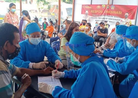 Nusabali.com - gerai-vaksin-presisi-polres-gianyar-masih-berlanjut