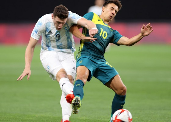 Nusabali.com - australia-kalahkan-10-pemain-argentina-2-0