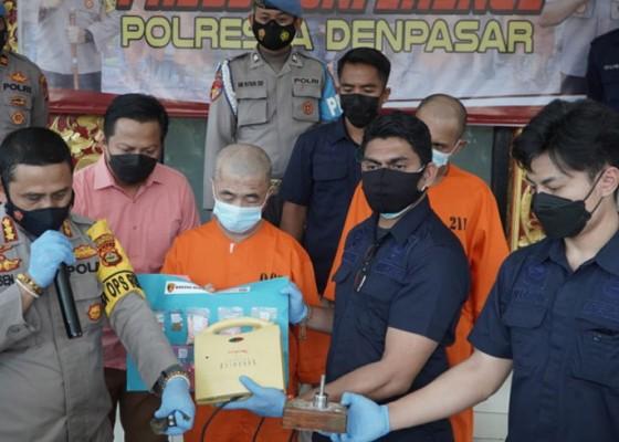 Nusabali.com - polresta-denpasar-ungkap-kasus-produksi-ekstasi-rumahan