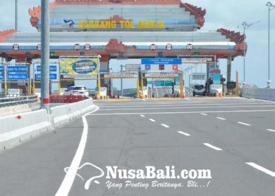 Nusabali.com - kendaraan-masuk-tol-turun-30-persen