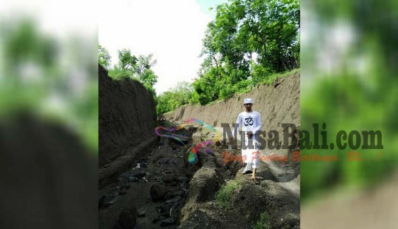 www.nusabali.com-jalan-tergerus-hujan-kendaraan-sulit-melintas