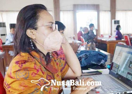 Nusabali.com - kasek-tkn-karangasem-kembalikan-pungutan