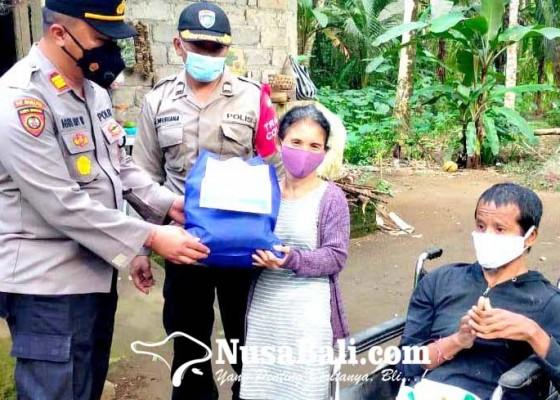 Nusabali.com - bagi-paket-sembako-sentuh-penyandang-disabilitas-dan-anak-yatim